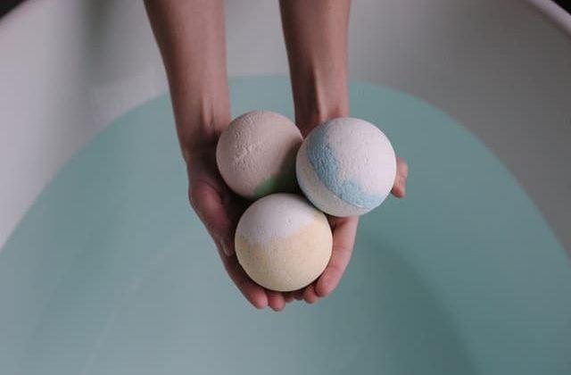 se relaxer avec une cure thermale le bain de balneotherapie